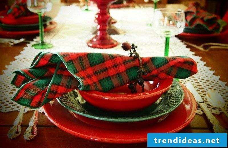 At Christmas napkins will give the table a festive look
