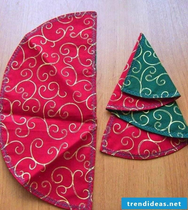 Fold napkins for Christmas to make Christmas tree itself
