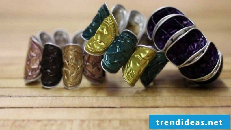 Bracelets made of coffee capsules