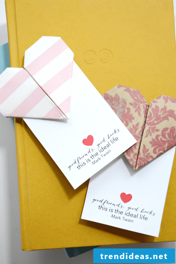 A stunning paper bookmark that motivates and helps you alike