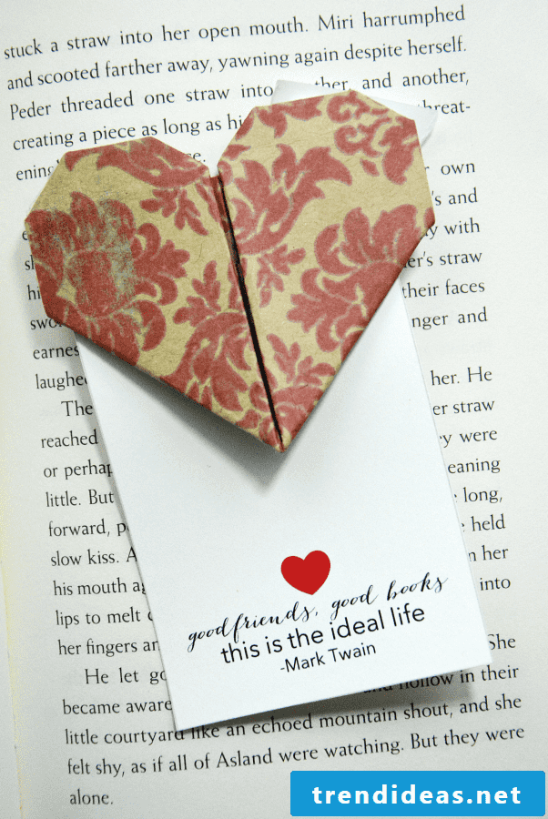 Read the full instructions for this heart bookmark here