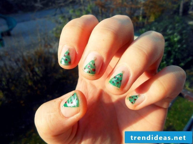 Nicholas beautiful gel nails with Christmas tree