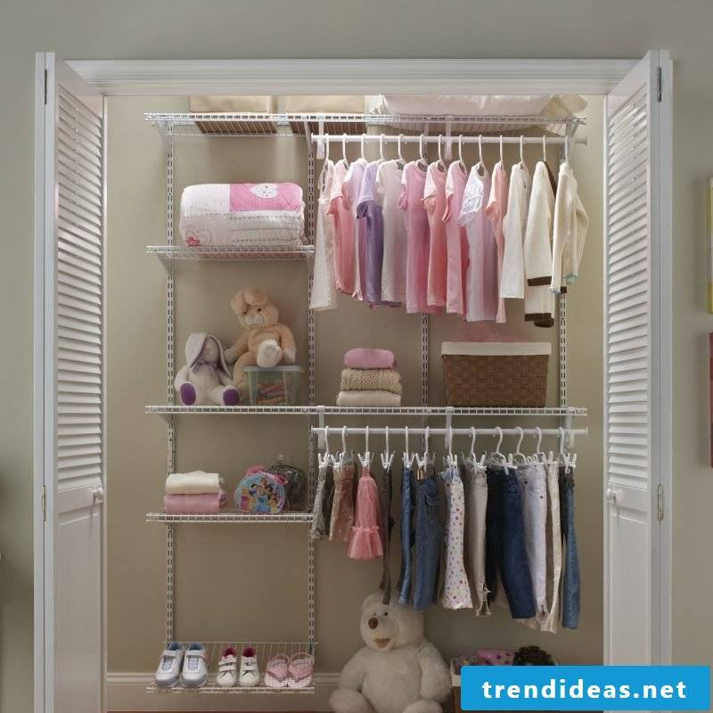 Walk-in wardrobe also for the children: ideas for shelving systems