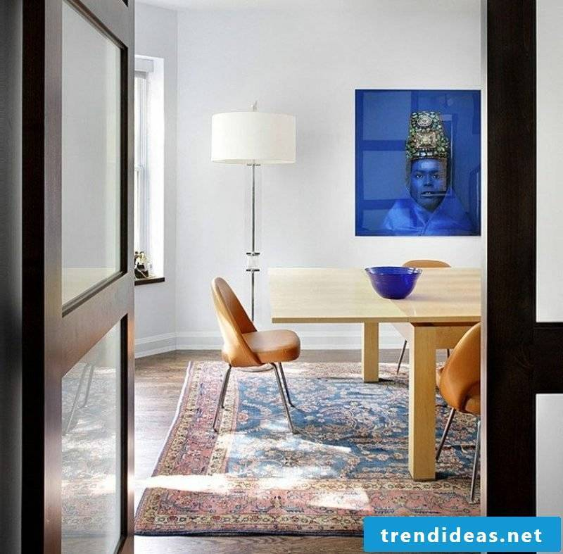 Oriental rug as an accent in the interior dining room