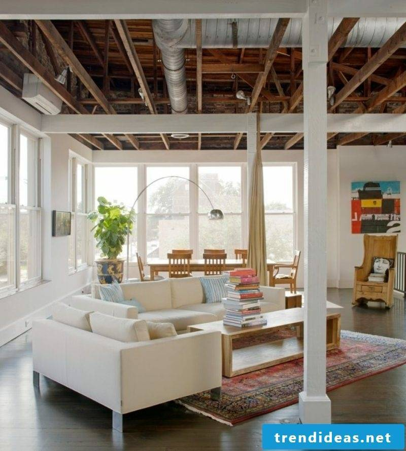 Living room and dining area in industrial style Orienttepich as a highlight