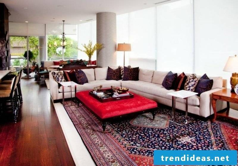 Oriental rug as a highlight in the living room