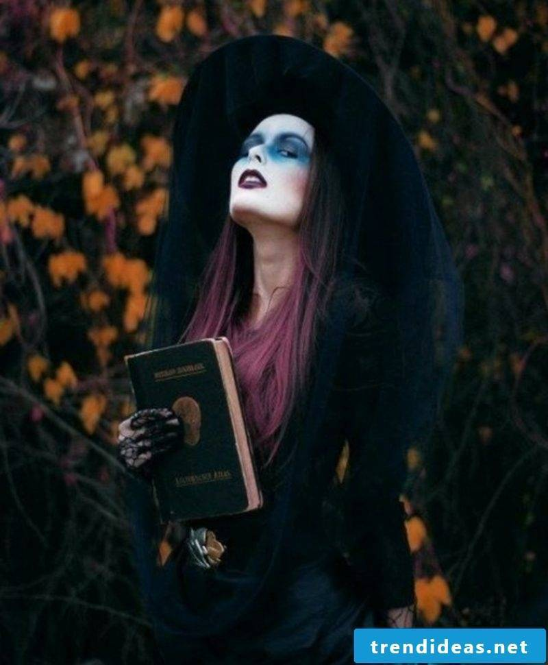 Halloween costumes witch blue eye shadow