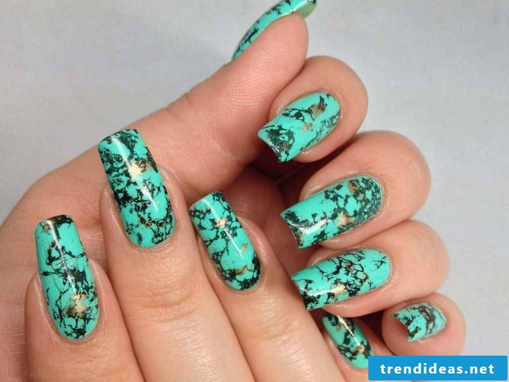 Green marbled nails - to look twice
