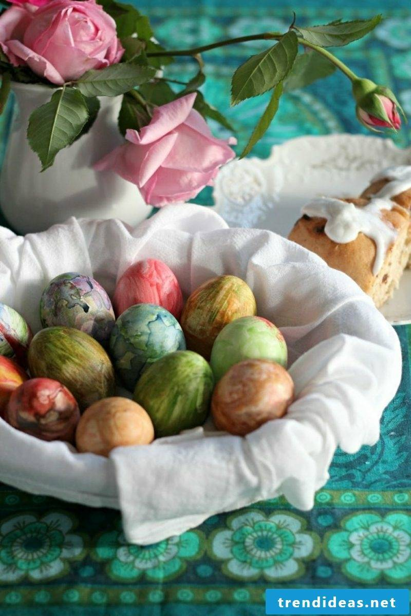 Paint easter eggs with children using watercolors