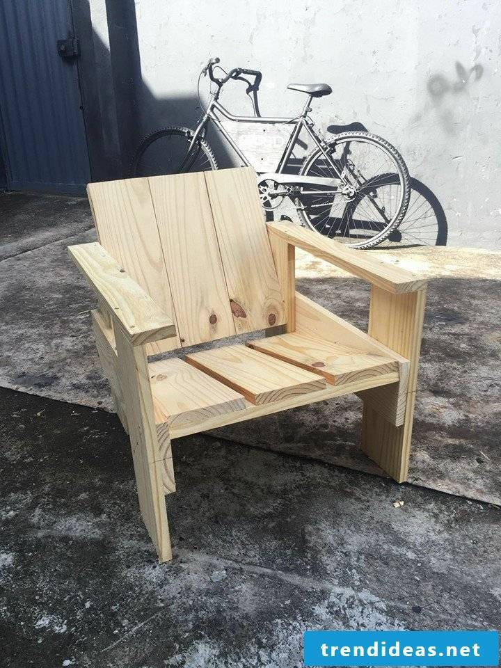 chair from palette pallet furniture build yourself