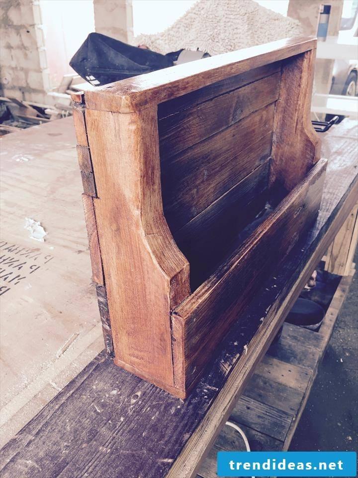pallet furniture itself build shelf of pallets diy ideas