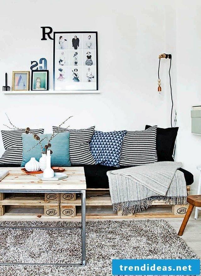 Couch from palette pallet furniture build yourself