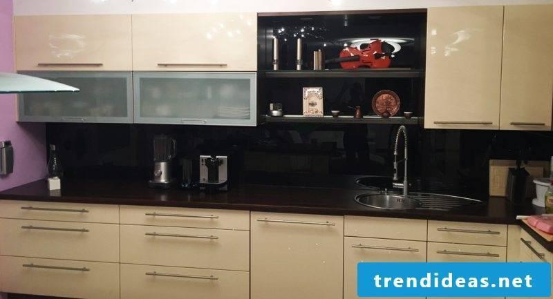 kitchen fronts sticking brightly