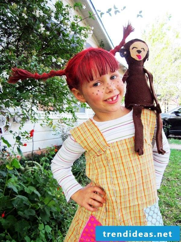 Create a Pippi Longstocking look - sew a children's apron and make wool wigs