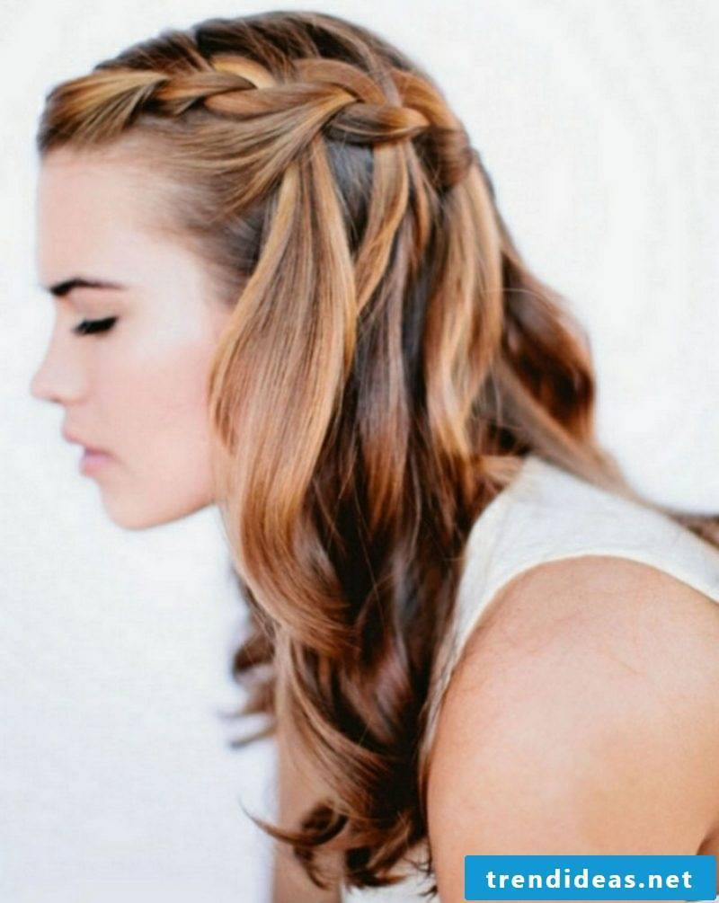 Hairstyles women long half-open hairstyle with braid