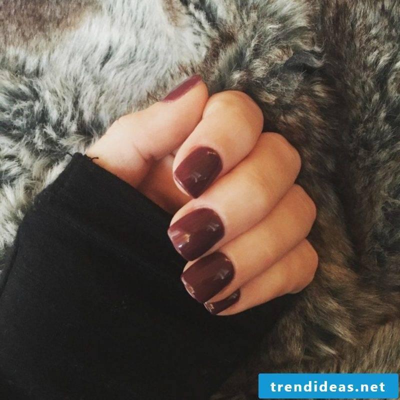 nail design in dark red autumn