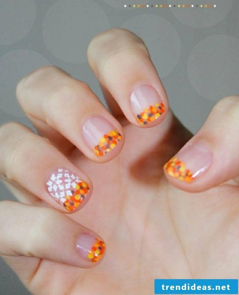 Nail polish Orange glitter particles fall