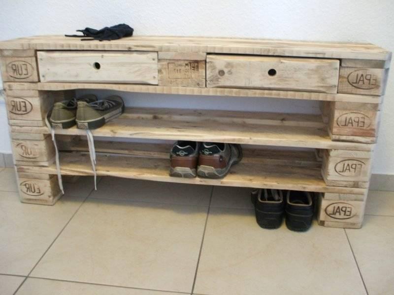 Shoe rack made of pallets DIY