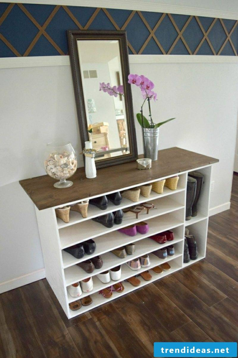 Dresser itself build shoes