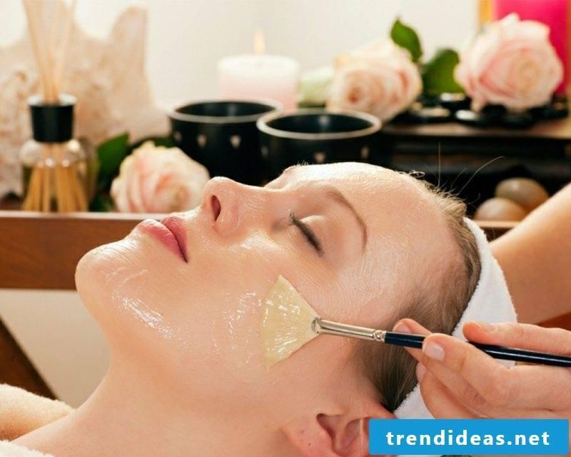 Quark mask against wrinkles with honey