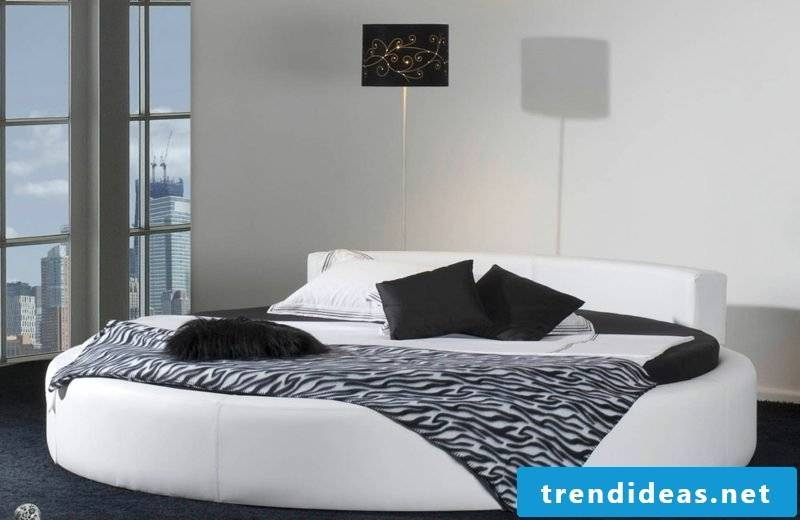 round bed classic look black and white