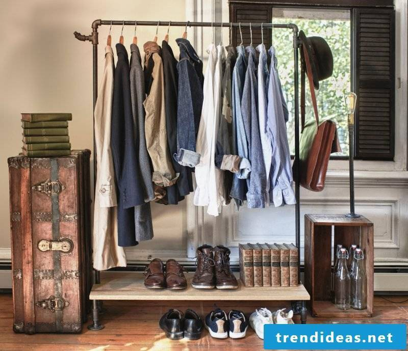 Clothes rail for wall