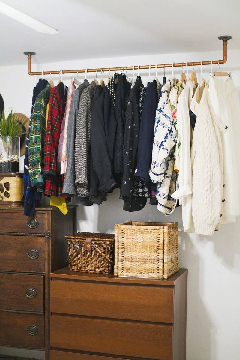 Clothes rail for wall you can build yourself from hacksaw