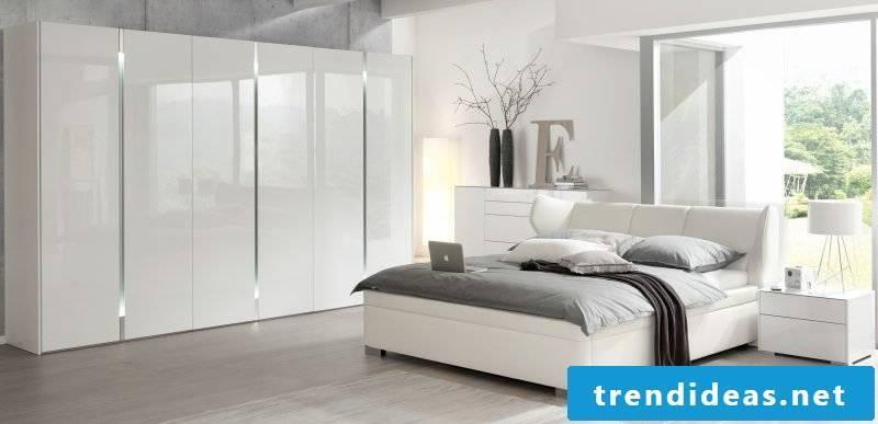 Feng Shui bedroom in white