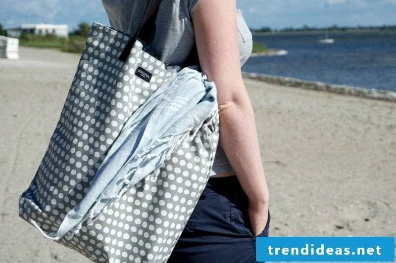 Beach bag sew modern model in gray and white dots