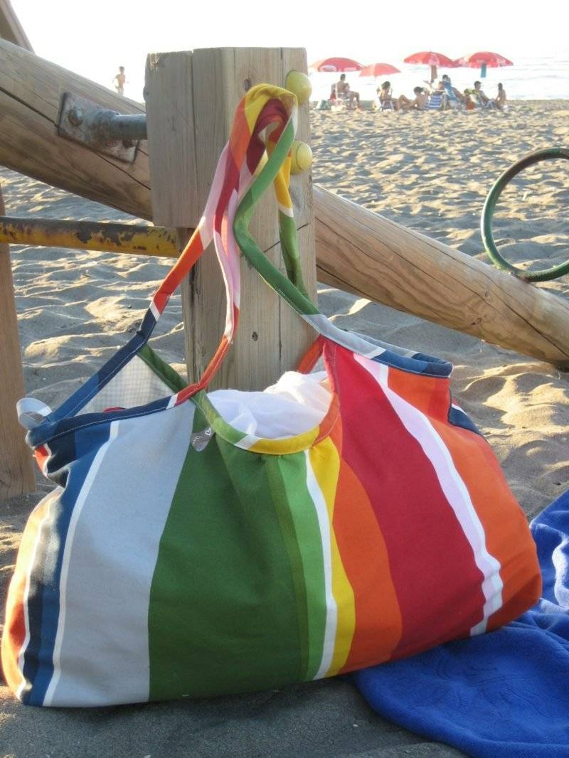 Beach bag sewing model in fabric rainbow colors