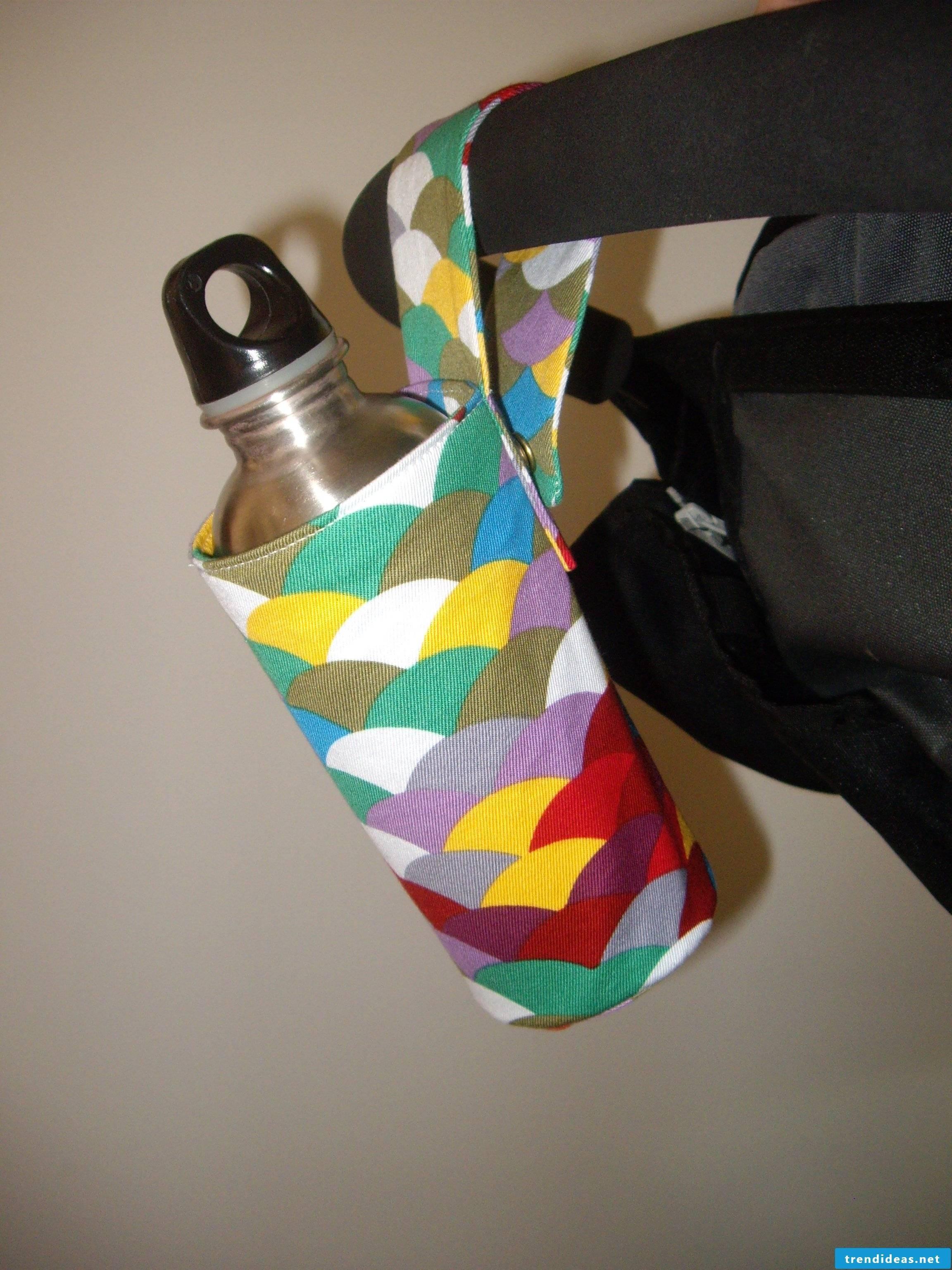 Lustuger holder for the children's bottle