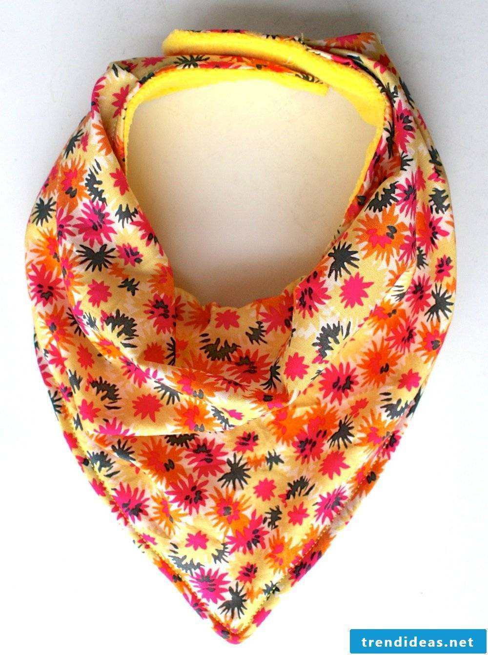 Scarf in fresh colors