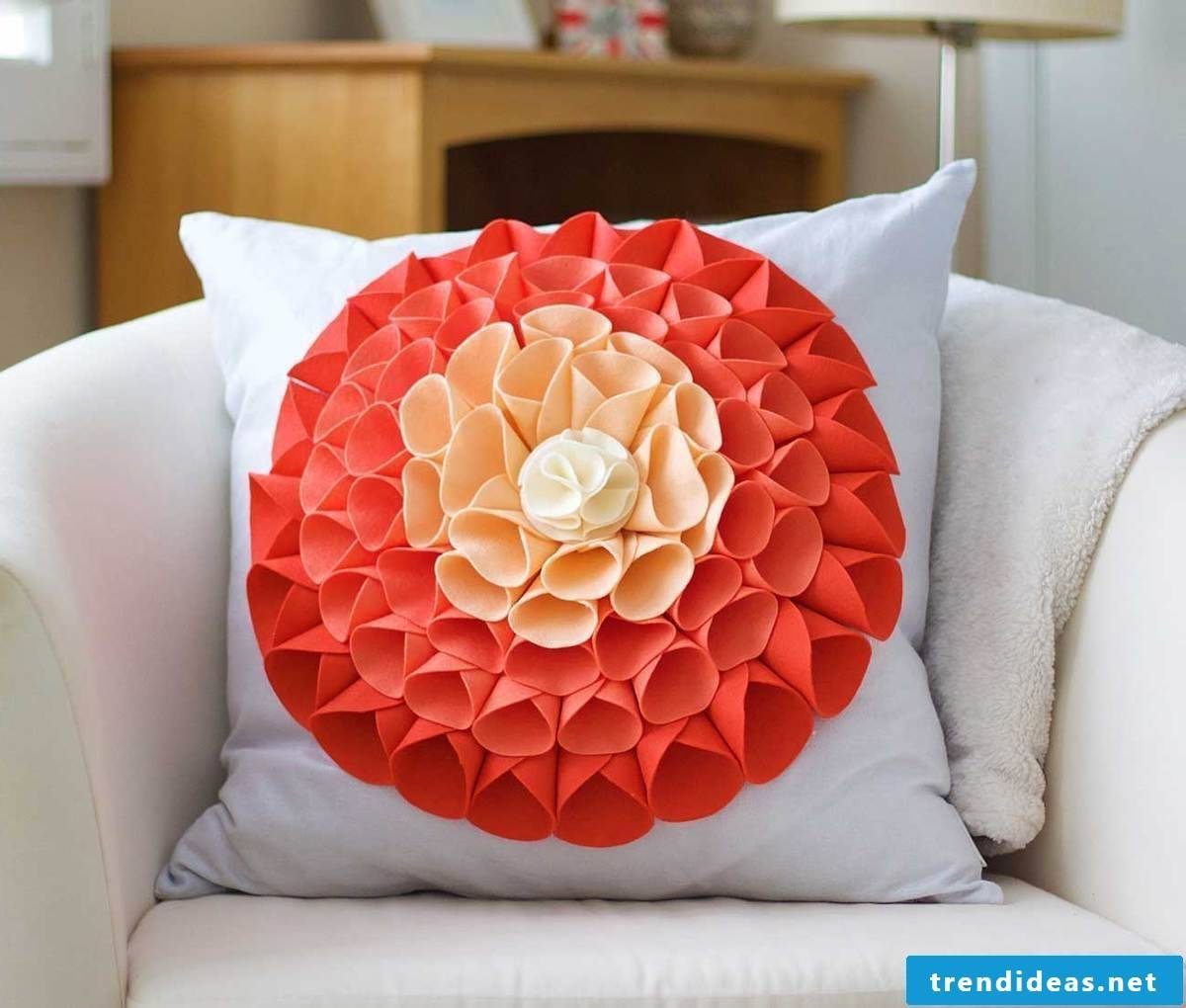 Throw pillows to sew yourself