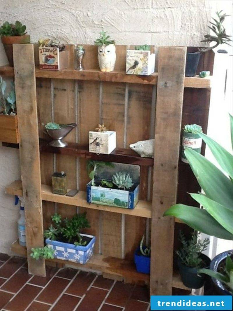 flower shelf made of europallets