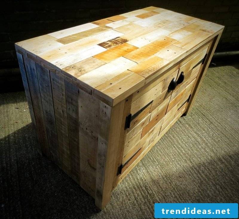 Build from pallets sideboard yourself