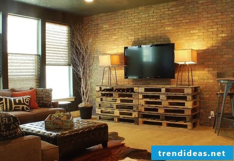 Sideboard build yourself: TV stand from pallets