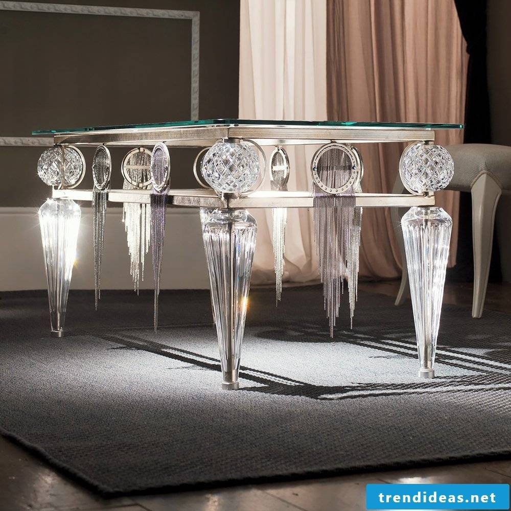 Silver table makes a noble impression!