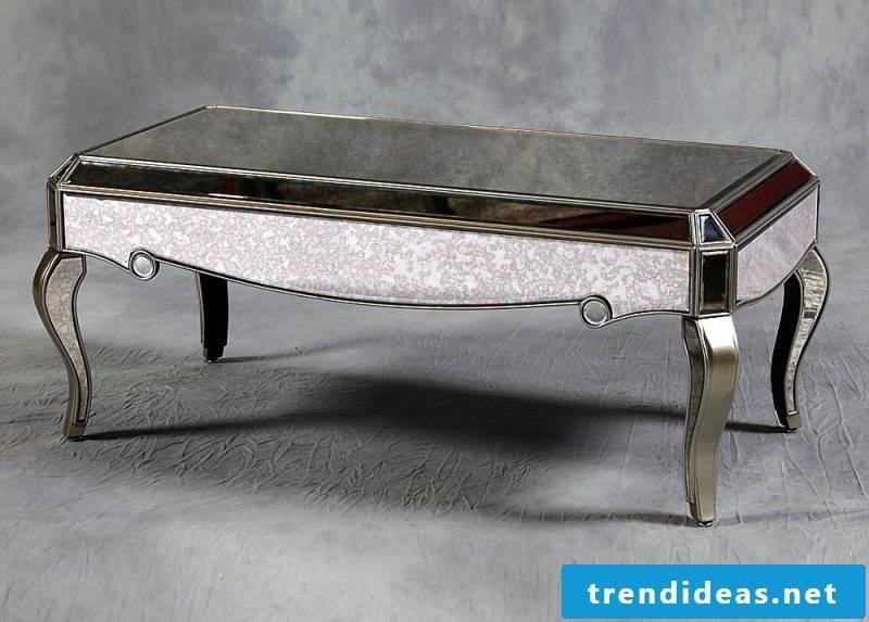 Mini coffee table in silver.