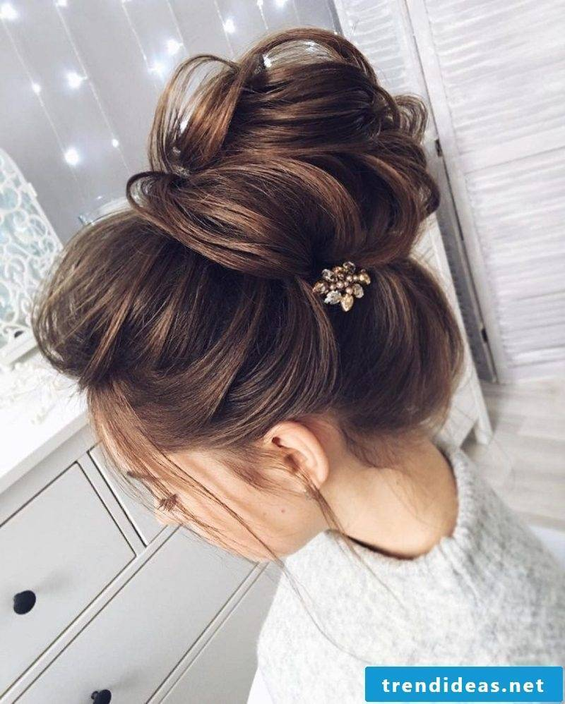 chic hairstyles Messy Bun