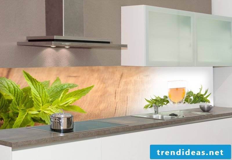 The splash guard for kitchen can also have wood look
