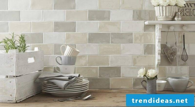 Splash guard for kitchen tiles