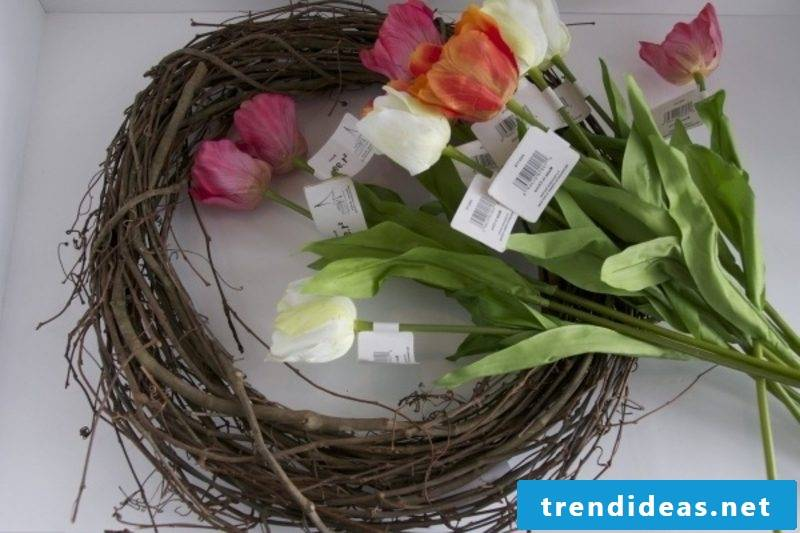 Tinker floral wreath of tulips