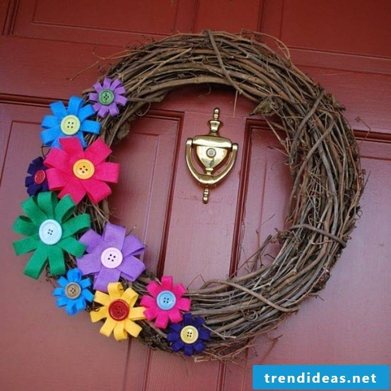 Spring tinker wreath with paper flowers