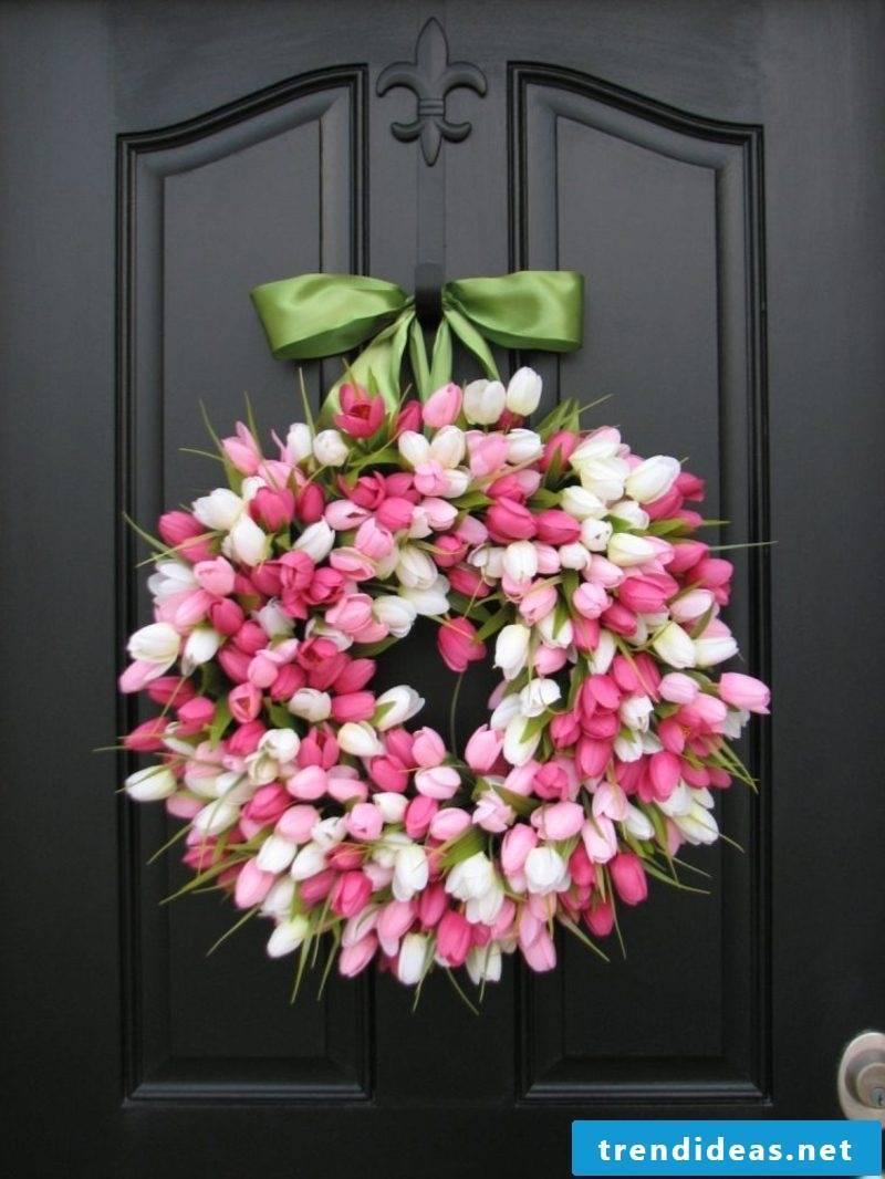 Spring tinkering tulip wreath
