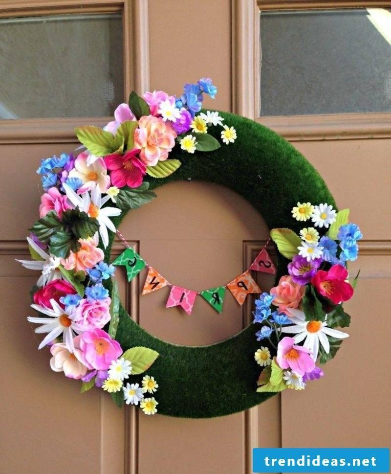 Spring tinkering plastic wreath