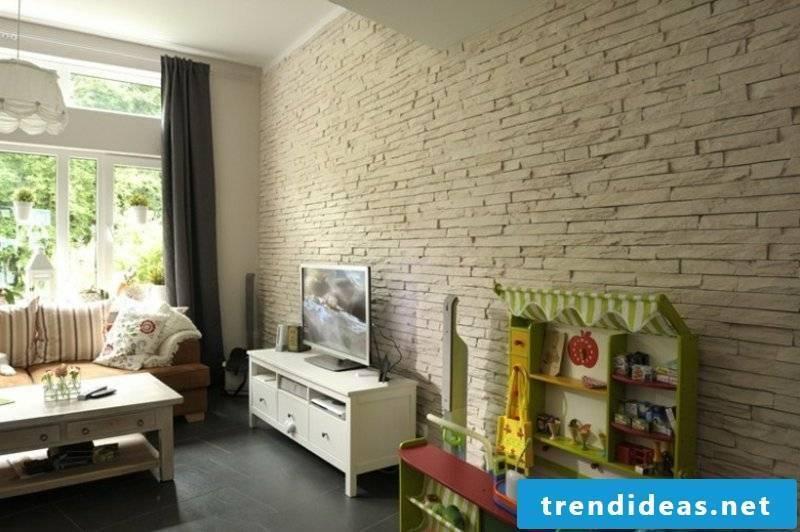 Wall cladding with bricks