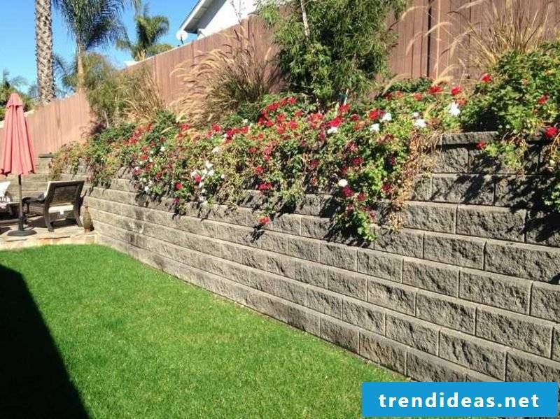Stone wall in the garden replanted floral attkaktiver look