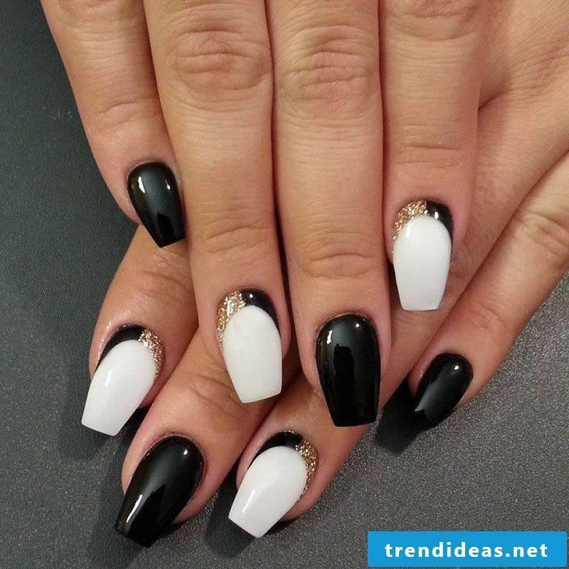 Nail art design black and white