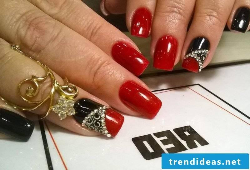 Nail art design black red