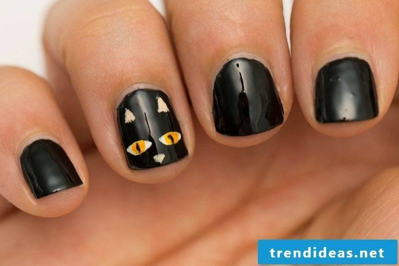 Nail art black Halloween idea